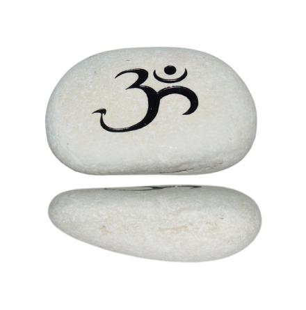 Ohm-tecken på vit sten